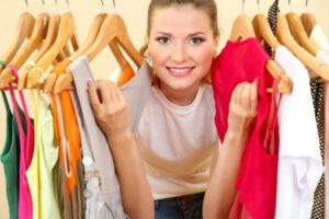 Девушка и платья