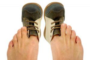 Как и какую обувь можно растянуть: профессиональные и народные методы