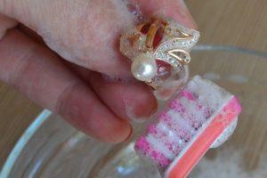Зубная щетка и кольцо