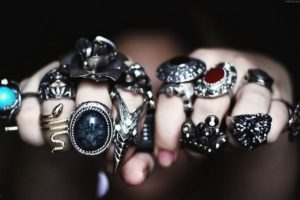 Руки в серебре