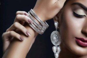 Девушка в серебре