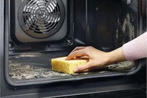 Чистка духовки жесткой губкой
