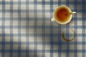 Пятно от чая на скатерти