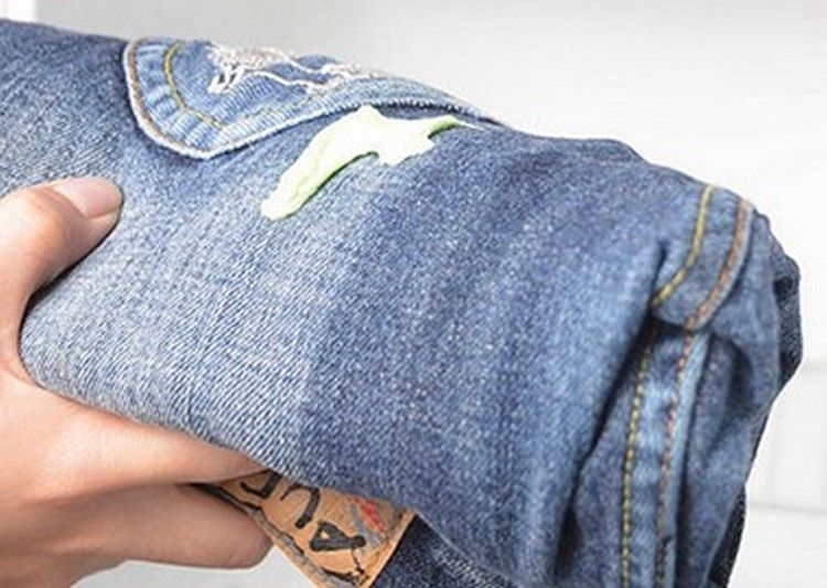 Чем стереть монтажную пену с одежды