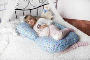 Специальная подушка для беременной женщины