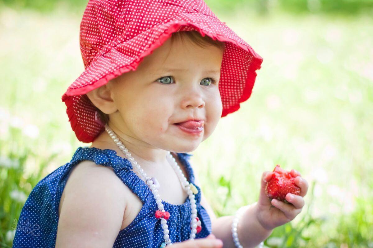 Чем отстирать ягоды с одежды