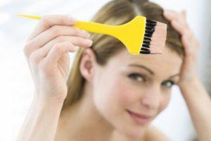 Желтая кисточка для волос
