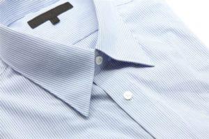 Голубая рубашка в мелкую полоску