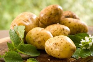 Несколько сырых картофелин