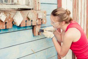 Механическая очистка краски с дерева