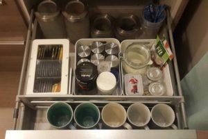 Кофе в кухонном шкафу