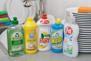 Как отстирать помаду с одежды: для каждого типа ткани свое средство