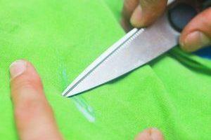 Удаление пятна ножницами