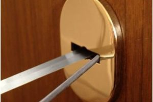 Вскрытие двери лобзиком и пилкой
