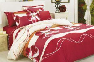 Красное белье с цветами