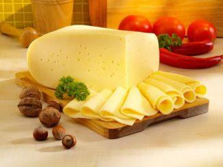 Сыр на подносе