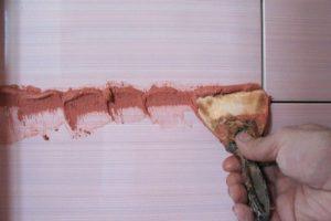 Затирка в розовом цвете