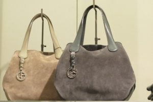 Сушка двух замшевых сумок