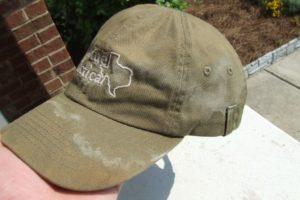 Загрязненная кепка цвета хаки