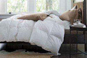 Одеяло на кровати