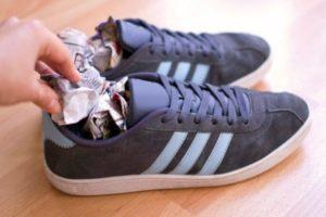 Сушка обуви газетами