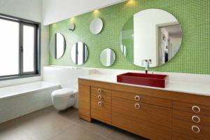 Несколько зеркал в ванной