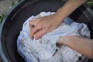 Стирка руками в тазике