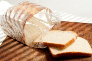 Хлеб в полиэтиленовом пакете
