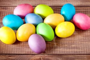 Окрашенные пасхальные яйца