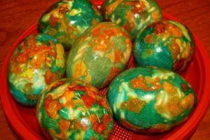 Яйца окрашенные зеленкой