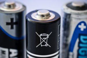 Три батарейки