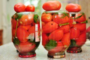 Три банки с солеными помидорами