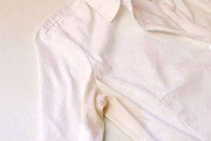 Пятно от пота на белой блузке