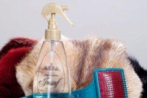 Спрей и щетка для очистки меха