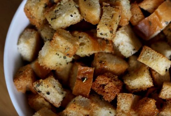 Как делать сухарики в духовке из хлеба: рецепты «натуральных» снеков