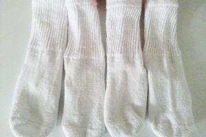 Две пары белых носочков