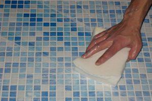 Мытье мелкой плитки