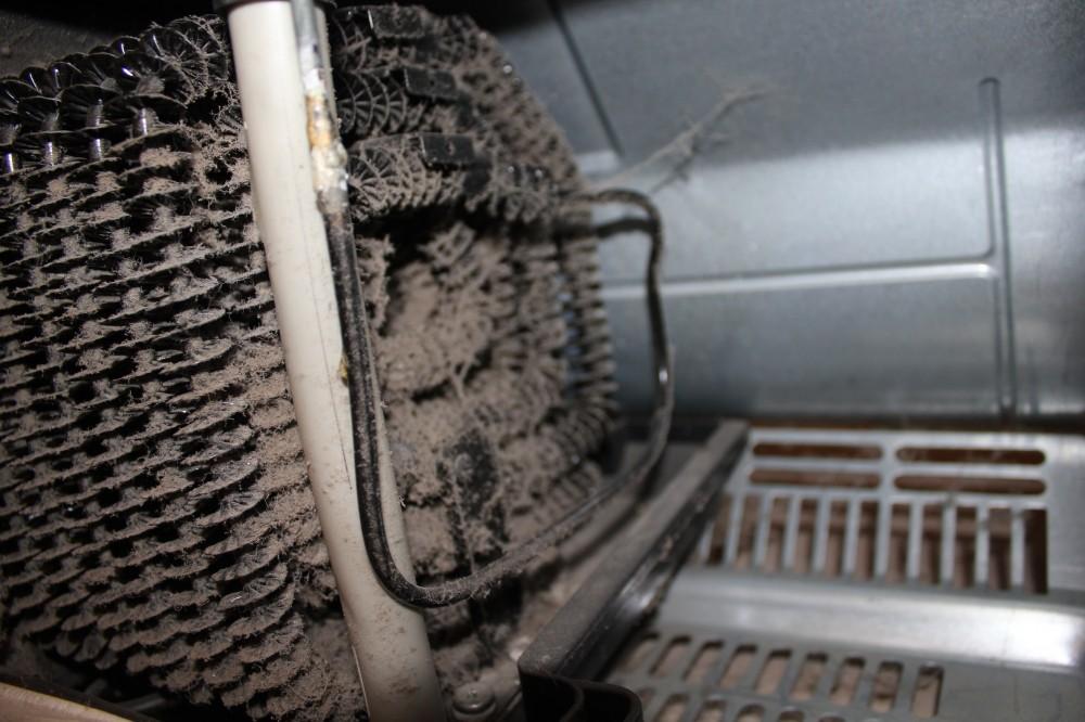 как убрать пыль из холодильника
