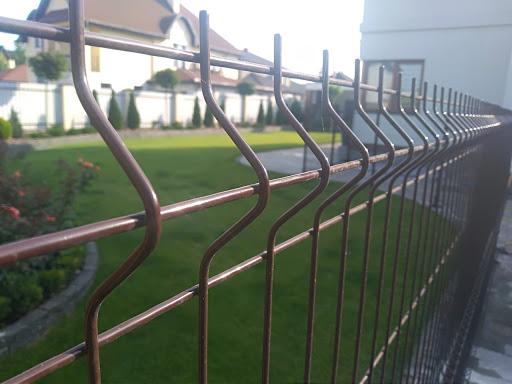 волнистый забор из сетки